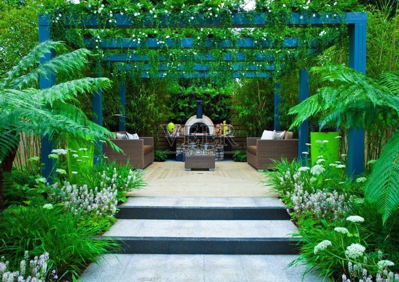 花园-设计 整齐的 灌木 植物 枕头 家具 自然 景观设计 白昼 建筑外部 食