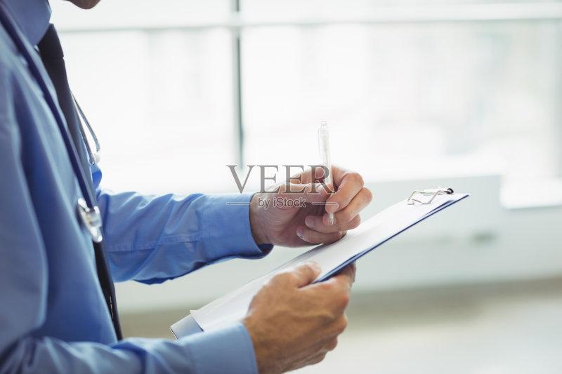 科医生 信函 写字板 医疗诊所 水笔 身体检查 拿着 写 专业人员 关爱