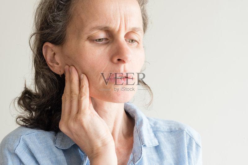 维生素E可以直接擦脸上吗?祛斑吗?