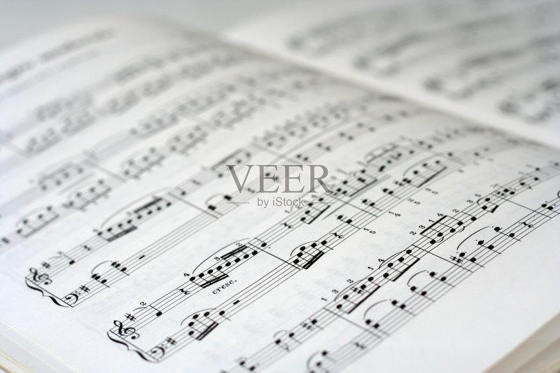 白色 黑色 高音谱号 乐谱 背景 音乐符号 低音谱号 纸