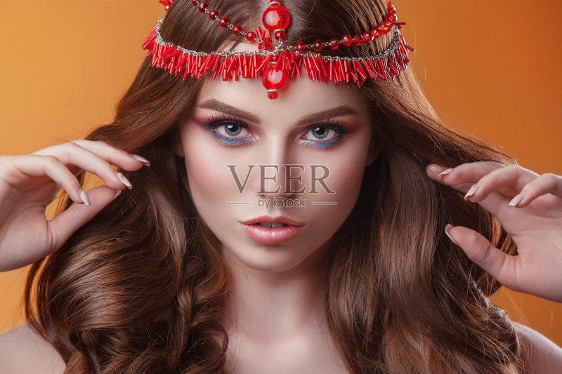美妆-人 女孩 高雅 女人 肖像 看 红色 时装模特 美容 头发 白人 黄色 腮图片