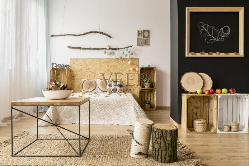 家居-秋天 无人 床头柜 室内 床 居家装饰 卧室 公寓图片
