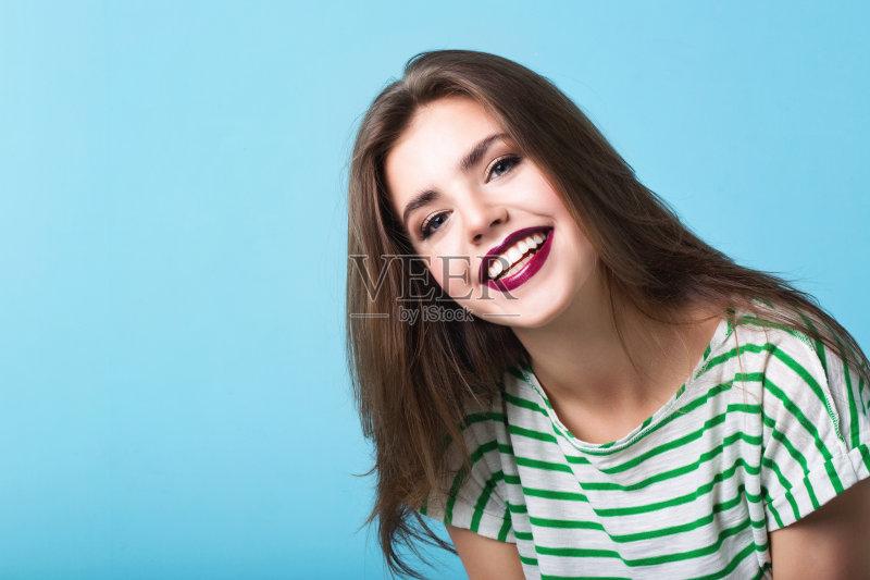 笑容-式 微笑 拟人笑脸 化妆用品 人的眼睛 美 发型 魅力 健康水疗 健康生活