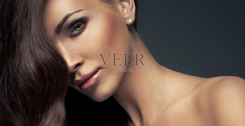 美妆-着色 设计 女人 彩妆 耳饰 头发 背景 睫毛 时尚 化妆用品 人的眼睛 图片