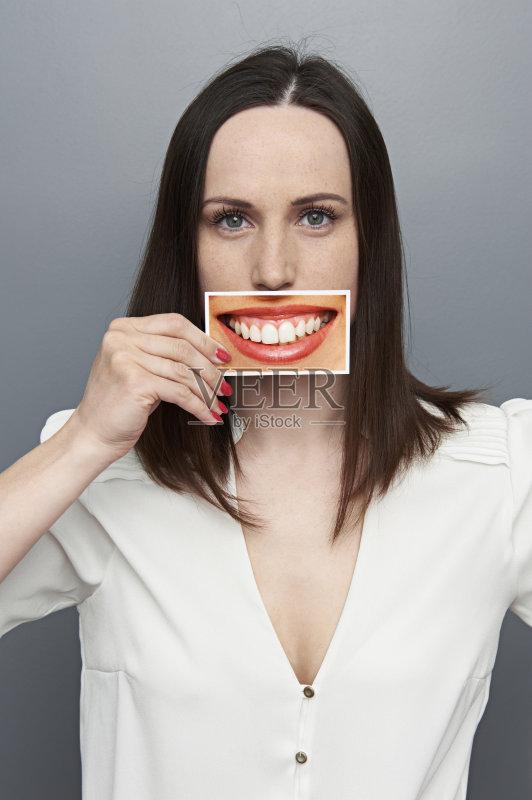 笑容-女人 想法 看 概念和主题 仅女人 白人 情感 女性 美女 微笑 幽默