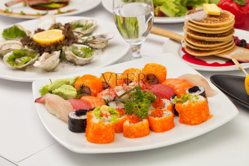 切片食物 日本料理 寿司卷 晚餐 淡水鳗鱼 美味 鲔鱼 午餐 阿拉斯加文