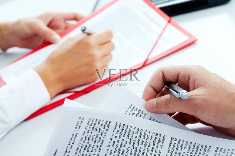 信函 手指 写字板 圆珠笔 水笔 商务 拿着 写 人体 策略 计划书 文书工