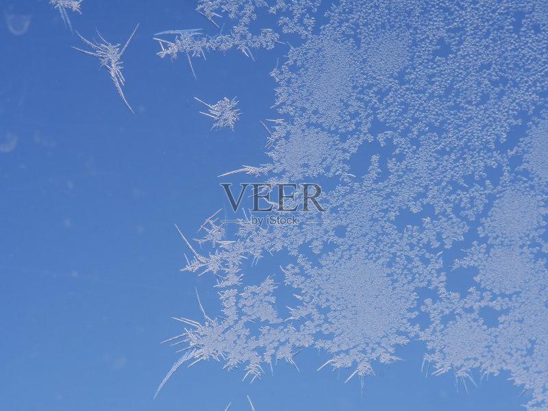 环境 冬天 梦想 天气 窗户 冻结的 式样 蓝色 自然 冰 雾淞 无人 人间天图片
