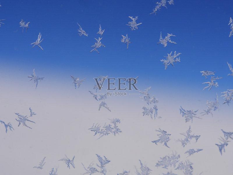 环境 冬天 梦想 天气 窗户 冻结的 式样 蓝色 自然 冰 无人 雾淞 人间天图片