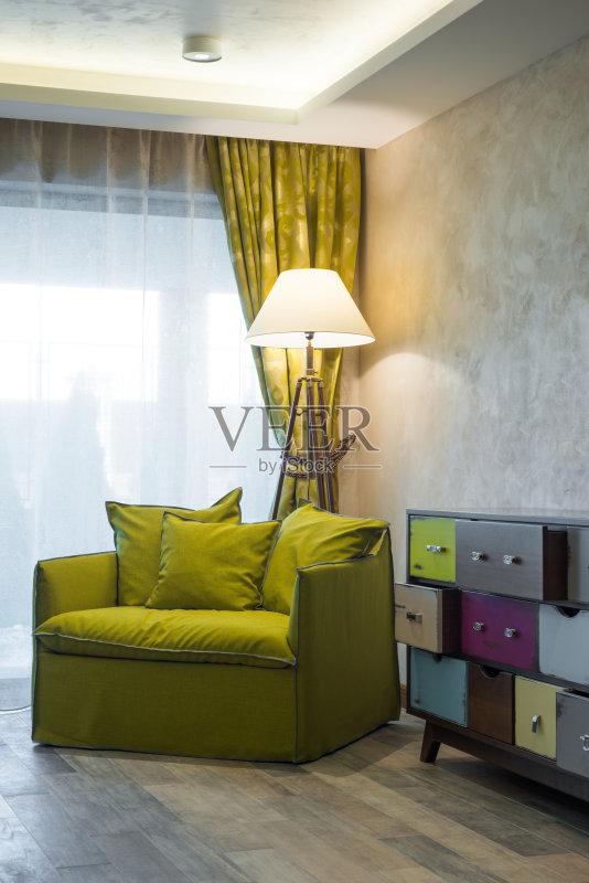 家居-设计 绿色 住宅内部 安逸 窗户 凌乱 梳妆台 居家装饰 起居室 扶手图片