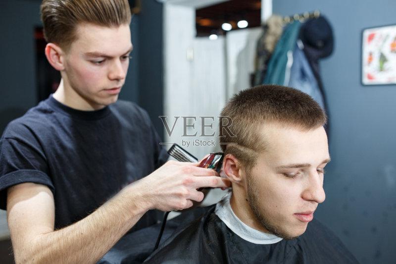 蝶结 休闲装 理发店 白人 艺术文化和娱乐 两个人 顾客 商店 专业人员