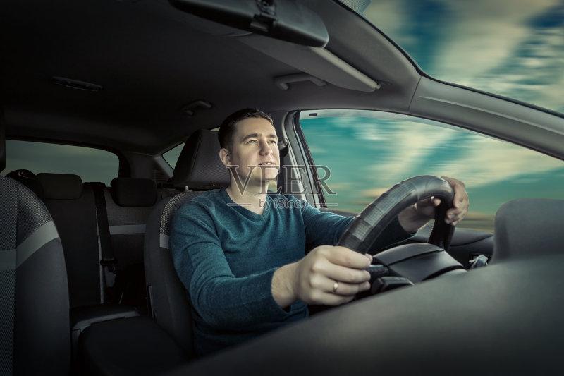 开车-人 陆地 看 窗户 运输 陆用车 自然 运动 迅速 白昼 太阳镜 技术 生