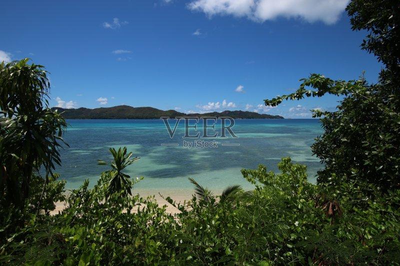 景-白色 印度洋群岛 红色 克里奥尔语文化 巨石 天空 旅游目的地 岛 比图片
