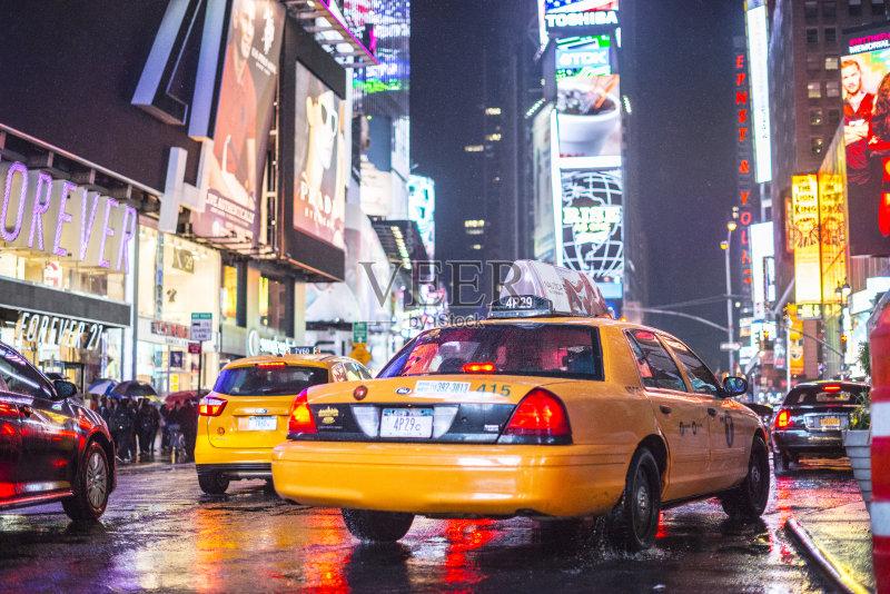 数字标牌 路 纽约州 纽约 旅游目的地 建筑外部 布告栏 人行道 汽车