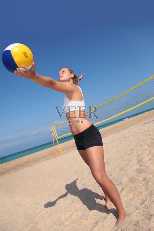 沙滩排球- 竞争 得分 海滩 防守 户外 进行中 运动场 行动 网 性感 活动 夏天 乐趣