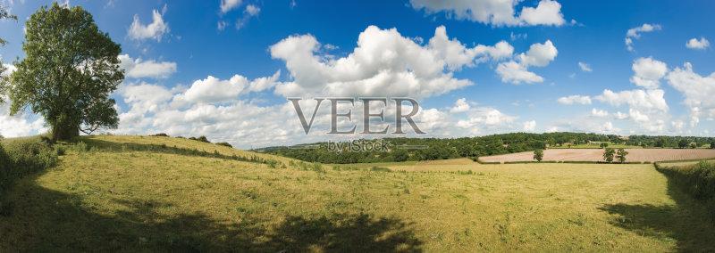 树 季节 风景 英国文化 乡村 房屋 背景 非都市风光 视角 农舍图片