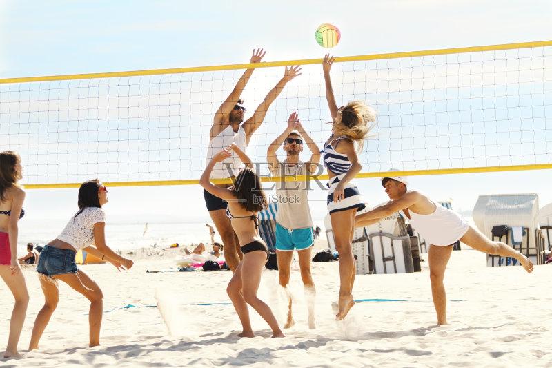 热带气候 跳 沙滩排球 海洋 成年人 海岸线 排球运动 仅成年人 度假