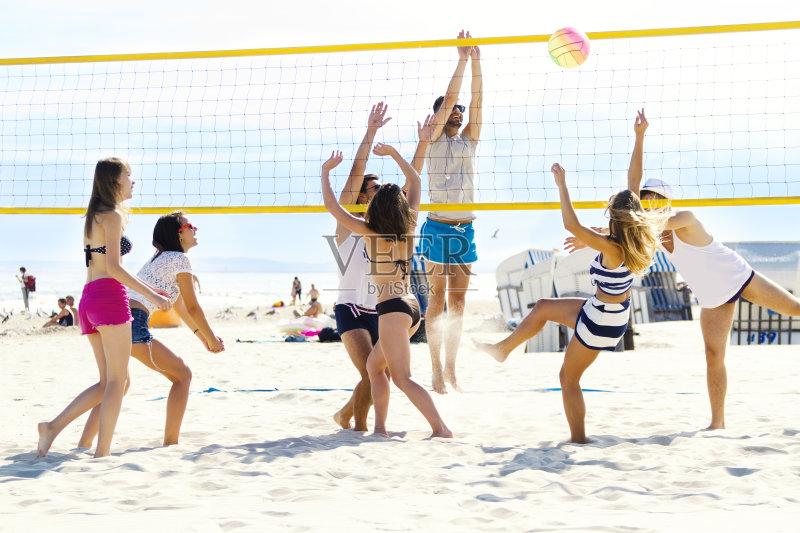 人 沙滩排球 欢乐 球 女人 团体性运动 四肢 男性 举起手 白人 手臂 女性