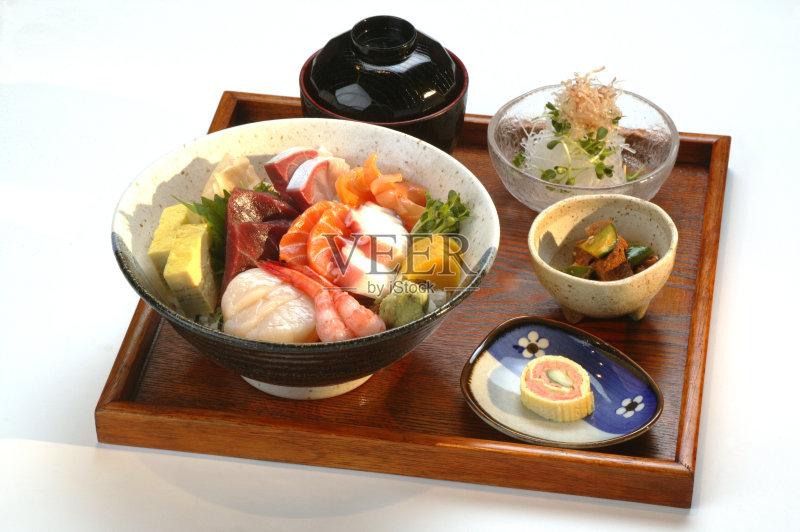 日本料理 晚餐 寿司 美味 鲔鱼 沙拉 午餐 无人 虾 海产 食品 生鱼片 生食