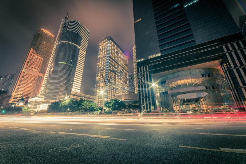 汽车 现代 街道 户外 城市生活 照明设备 路灯 公路 商务旅行 夜晚 城图片