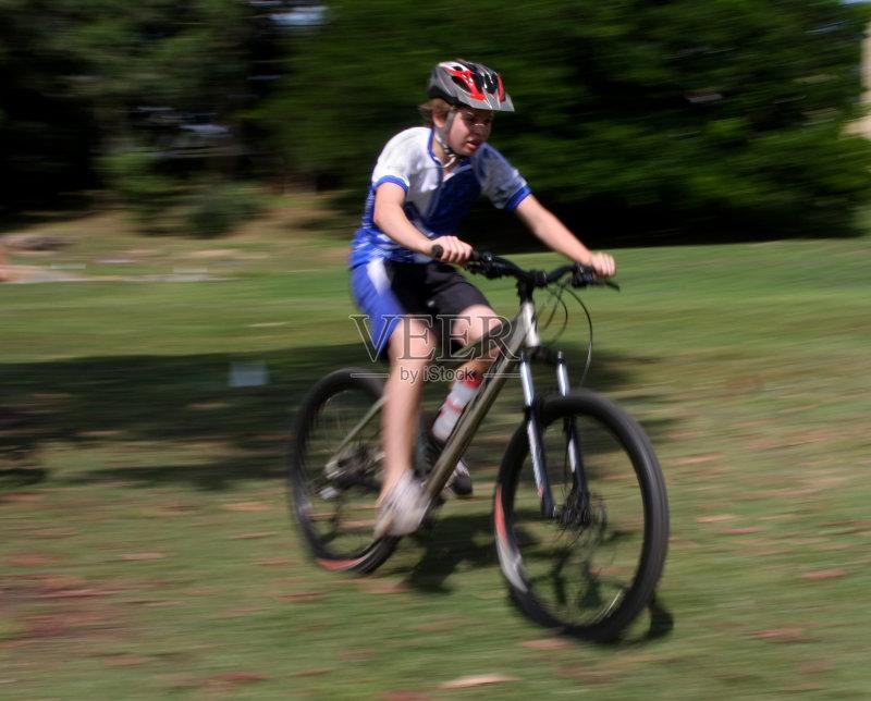 活动 头盔 骑自行车 自行车头盔 运动员 儿童 运动 生活方式 竞争 青少