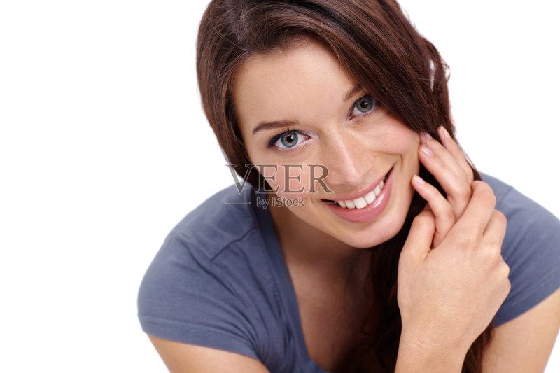笑容-仅一个女人 人 女人 肖像 休闲装 仅女人 站 白色背景 白人 女性 生