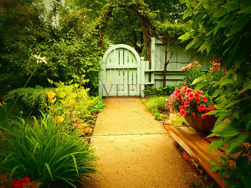 包牡丹 小路 花园路 植物 拱门 柳树 蓝色 枝繁叶茂 无人 古典式 阶调图