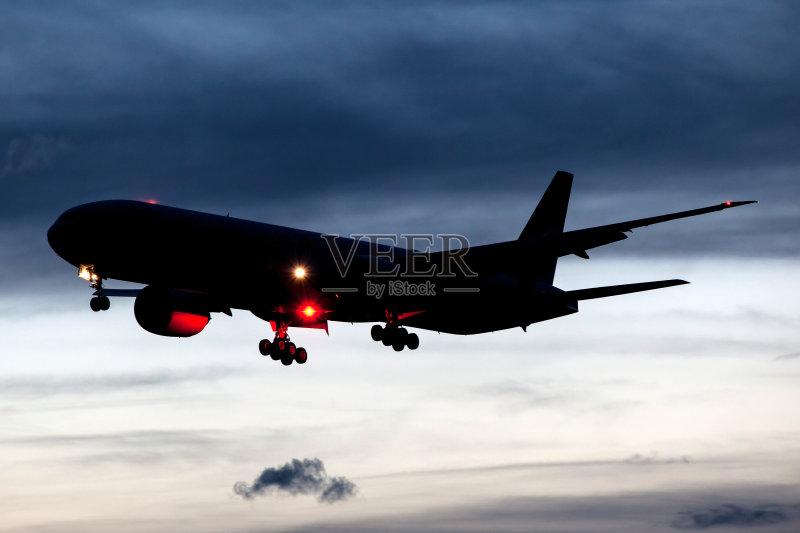 飞行器 黎明 波音777 航空业 日落 商用机 飞机 黄昏 旅行 飞 机场 着陆