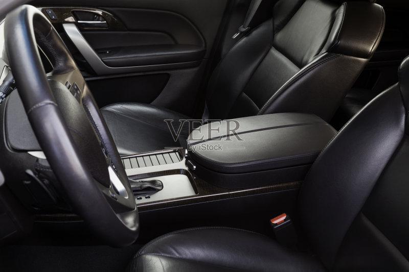 陆用车 无人 汽车内部 黑色 扶手 车座 仪表板 交通方式 汽车 里面 交通图片