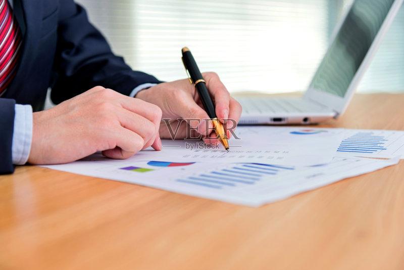 签名 套装 写字器具 图 水笔 商务 2015年 专业人员 书桌 成年人 仅成