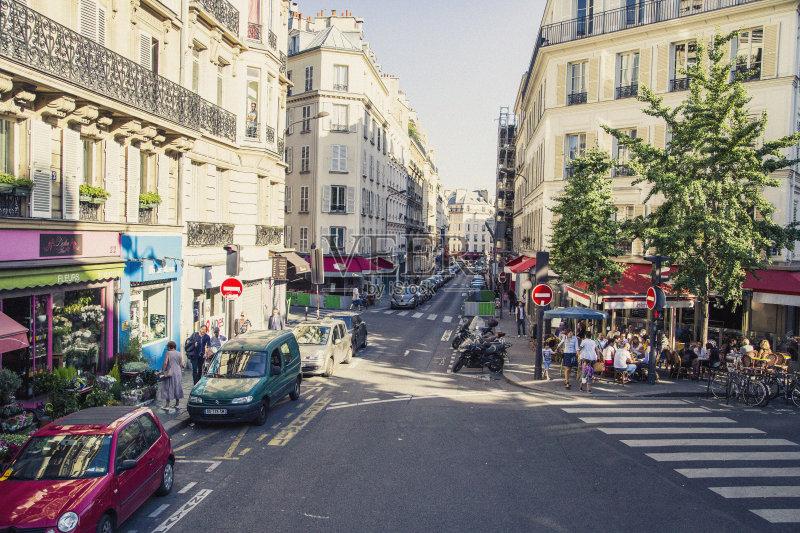 街景-人 市区路 女人 建筑结构 运输 法国 巴黎 公寓 外立面 旅游目的地 图片