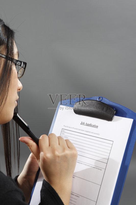 女人 成年人 写字板 职业 工作 申请表 青年女人