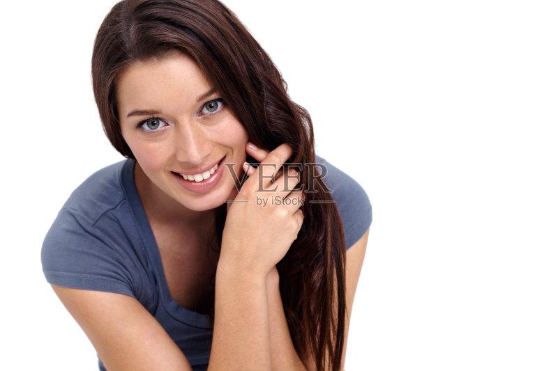 笑容-仅一个女人 人 女人 肖像 看 休闲装 仅女人 站 舒服 白色背景 白人
