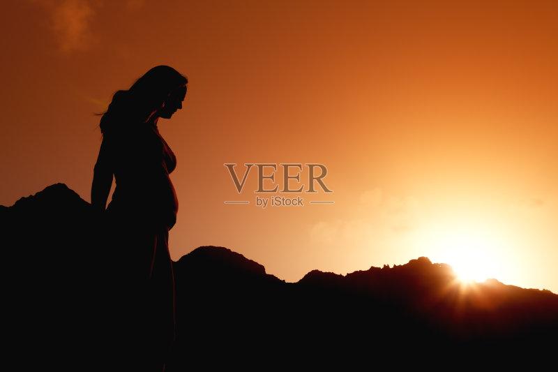 性特质 太阳 情感 自然 黄色 人类生殖 母亲 中年人 户外 自然美 中年女