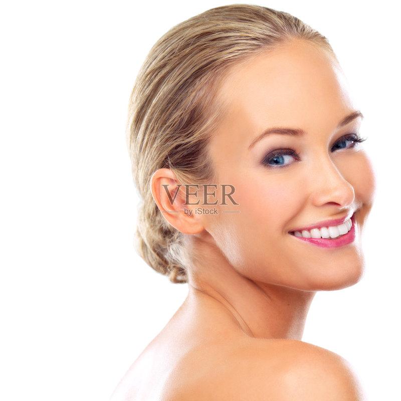 笑容-仅一个女人 人 头发向后梳 女人 彩妆 肖像 脸颊 看 迷人 柔和 休闲