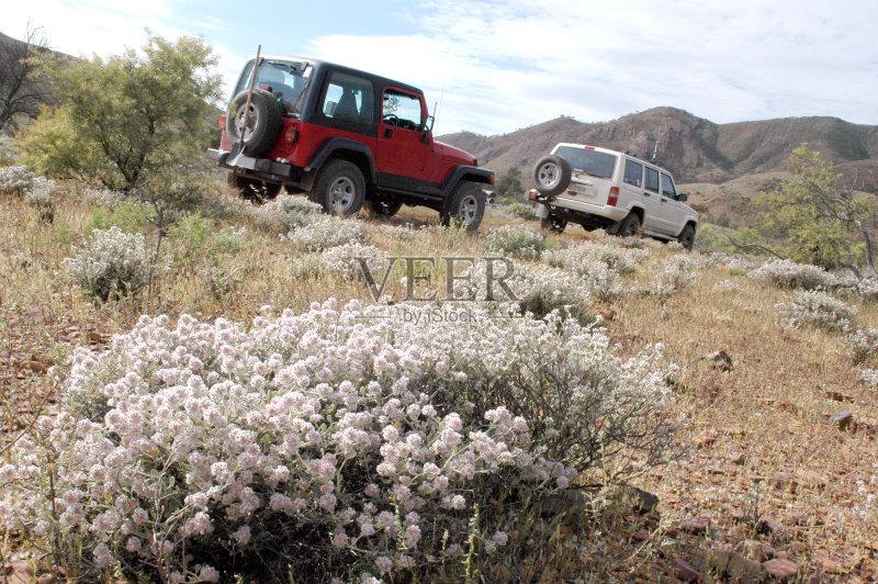 自驾游 吉普 旅途 山 多功能车 运输 陆用车 探险 山脉 仅一朵花 自然 澳高清图片