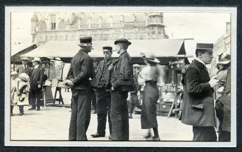 20世纪-人 文化 等级体制 与摄影有关的场景 少量人群 工人阶级 货摊