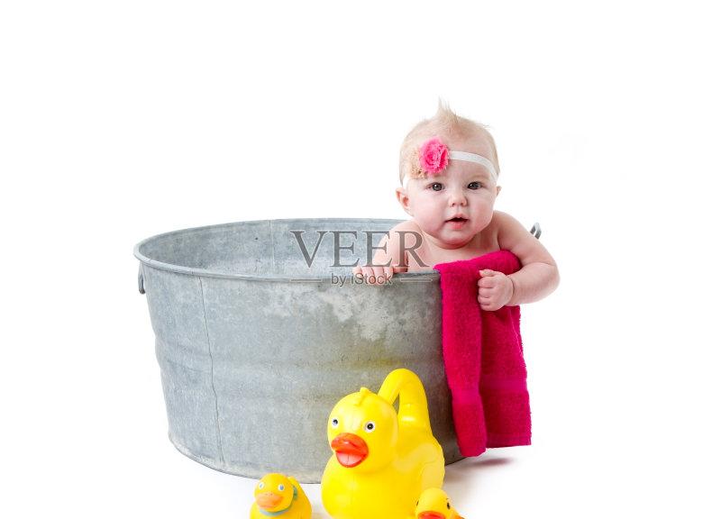 洗澡盆-人 浴盆 女孩 清洗 白色 一个物体 装饰鸭 容器 工作室 白色背景 图片