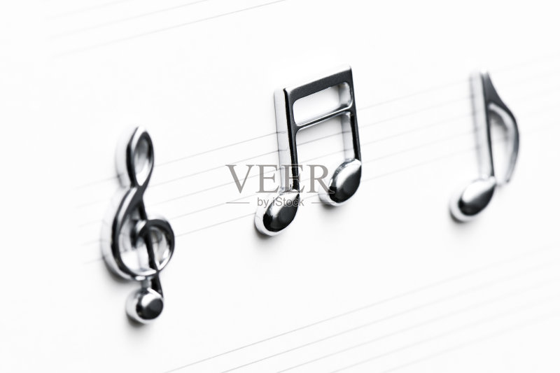 标志 无人 古典乐 反射 高音谱号 金属 三个物体 组物体 闪亮的 纸