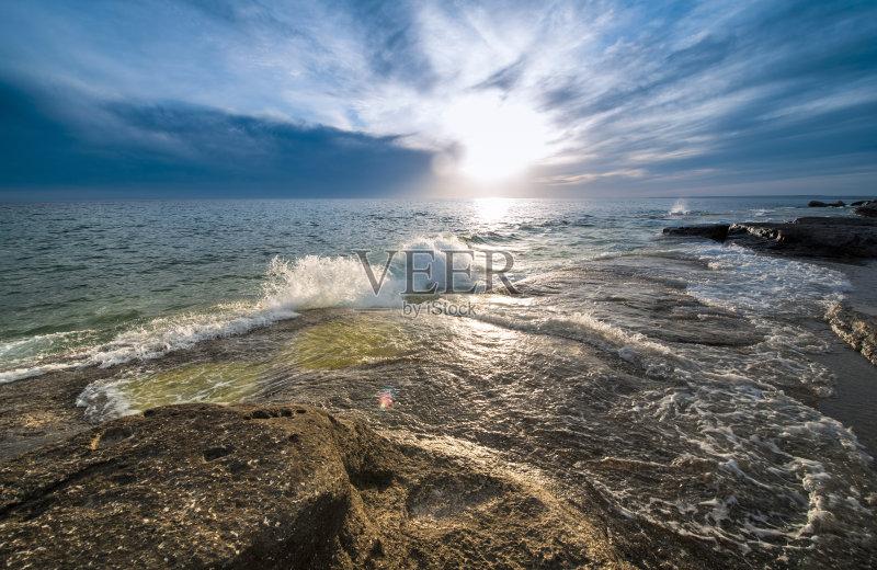 海 阳光光束 哈萨克斯坦 海洋 石头 海岸线 户外