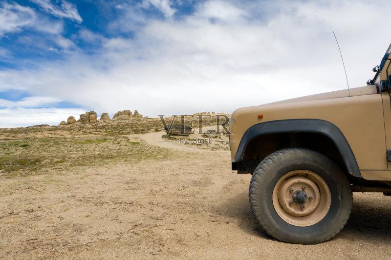 乡村路 草地 吉普 丘陵起伏地形 迷路 被抛弃的 阿根廷 路 赤脚 运输 天高清图片