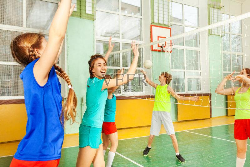 网 运动头盔 排球 快乐 儿女 排球运动 运动服